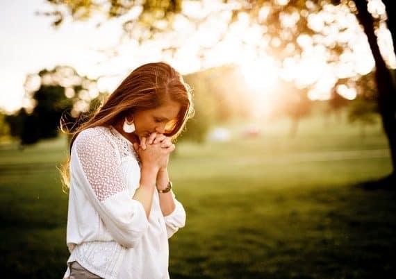 women praying to the sky